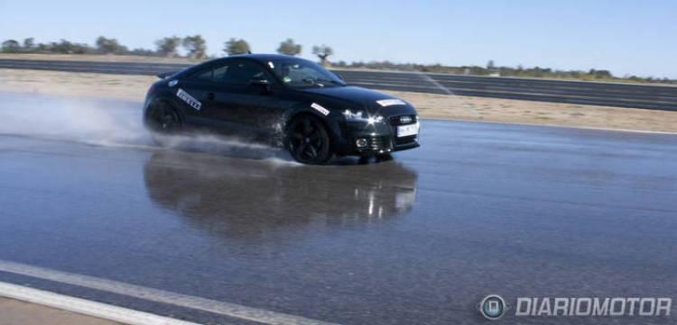 Presentación de los neumáticos Pirelli P Zero Silver en el circuito de Monteblanco: Audi TT en el circuito mojado