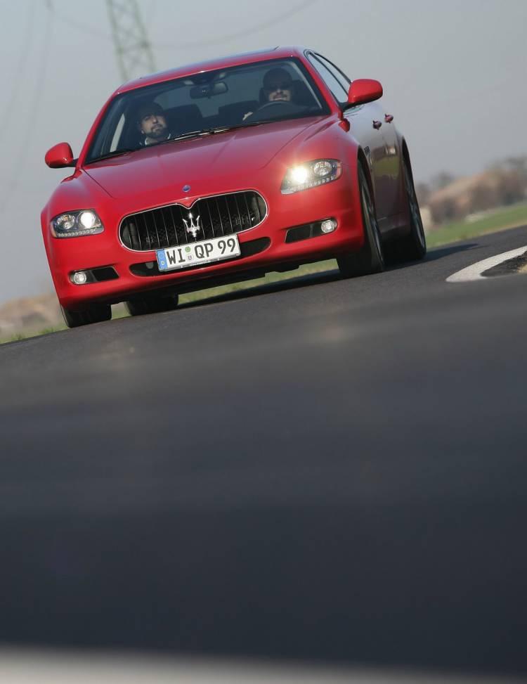 Bugatti Veyron Grand Sport/Maserati Quattroporte Sports GT S