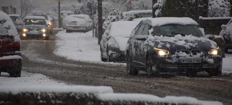 quitar-nieve-techo-coche-02