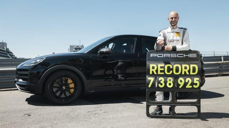 Record Nurburgring Porsche Cayenne 01