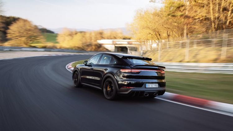 Record Nurburgring Porsche Cayenne 06