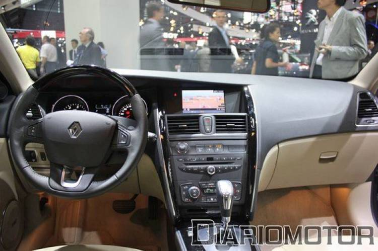 Renault Latitude, un premium francés en el Salón de París