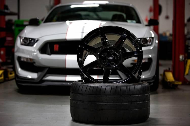 shelby-gt350r-ford-mustang-llantas-fibra-de-carbono-02-1440px
