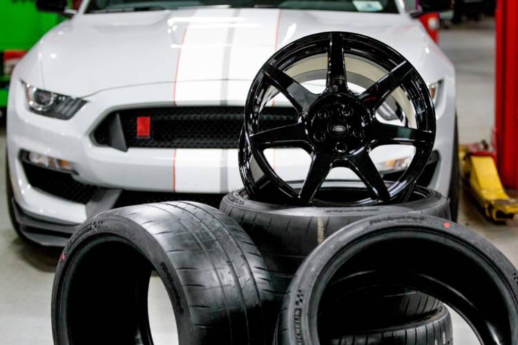 shelby-gt350r-ford-mustang-llantas-fibra-de-carbono-04-1440px