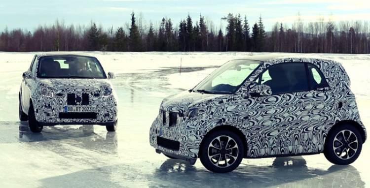 smart fortwo y forfour: posando,aún camuflados, en la nieve