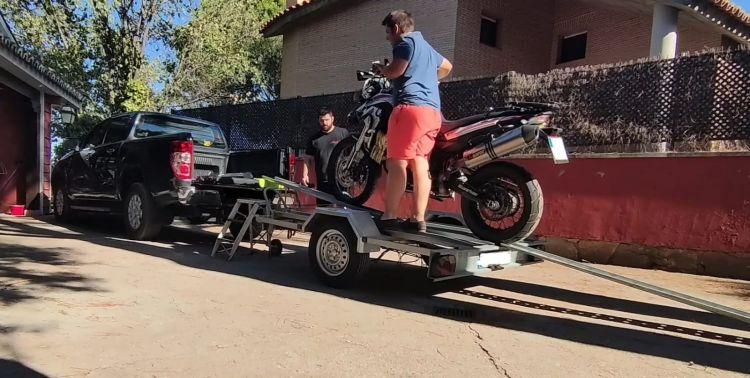 Subiendo Moto A Pick Up