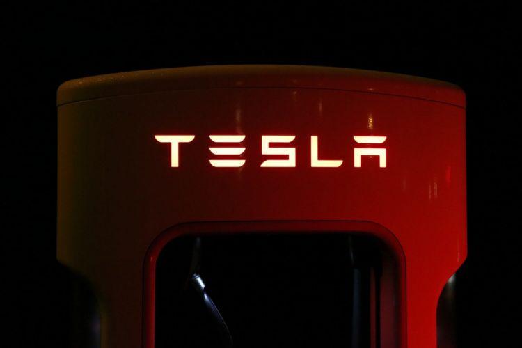 Tesla 03