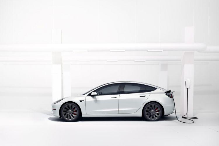 Tesla Elon Musk Semiconductores Crisis Model 3 Carga