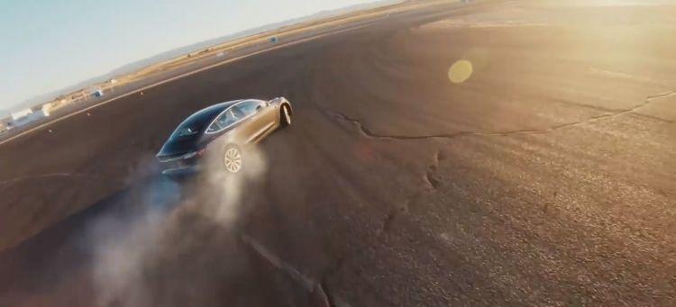 Tesla Model 3 Derrapes