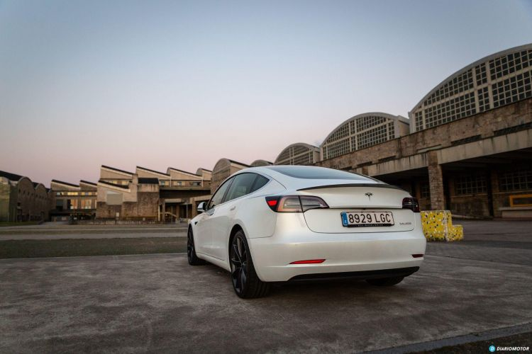 Tesla Model 3 Oferta Abril 2021 Exterior 02 Trasera