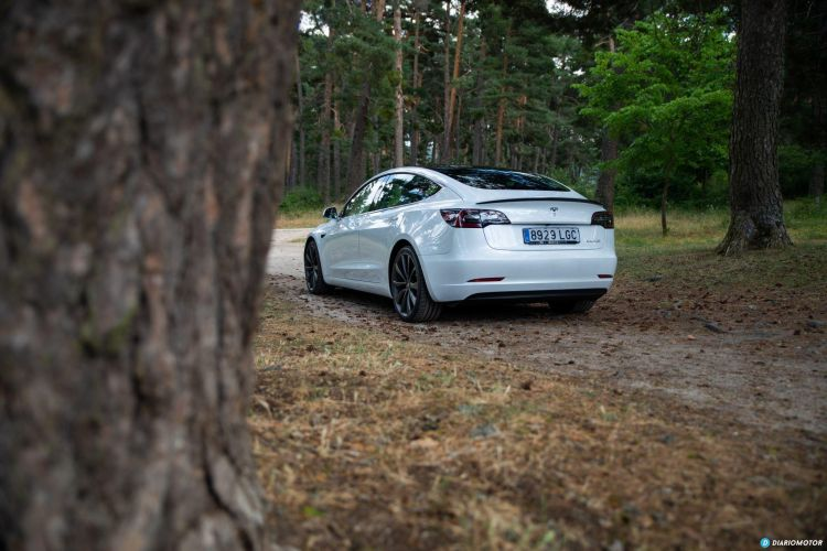 Tesla Model 3 Oferta Septiembre 2021 Exterior 01 Trasera