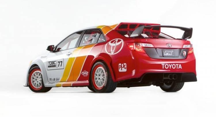 Toyota Camry CamRally, la inofensiva berlina se enfada y se va de carreras