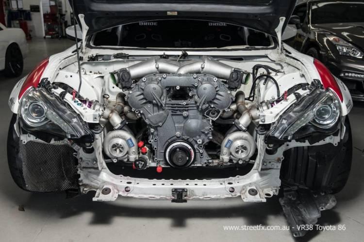 toyota-gt-86-motor-nissan-gt-r-04
