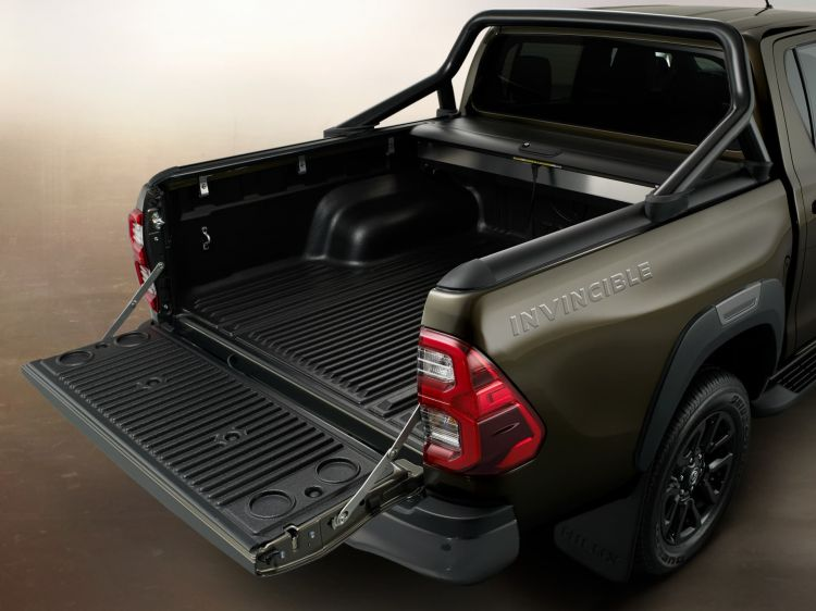 Toyota Hilux 2021 02