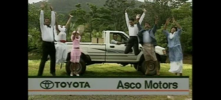 Toyota Hilux Anuncio Surrealista
