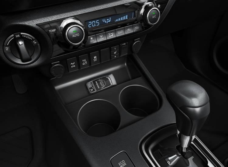 Toyota Hilux Legend 06