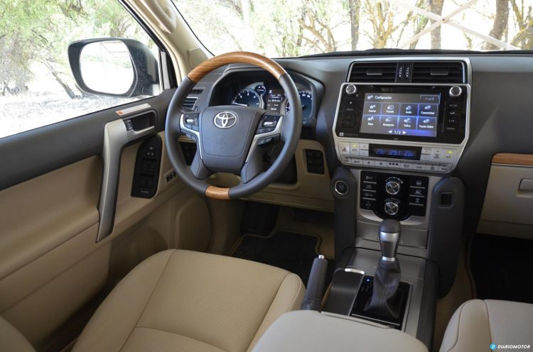 Toyota Land Cruiser Interior 04