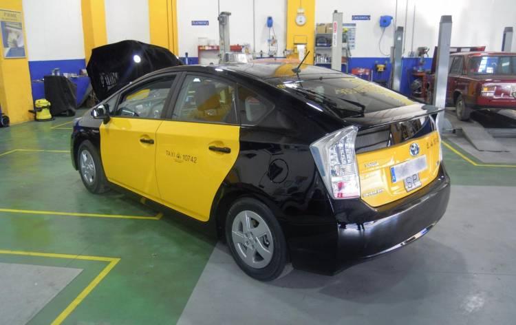 toyota-prius-taxi-0216-00