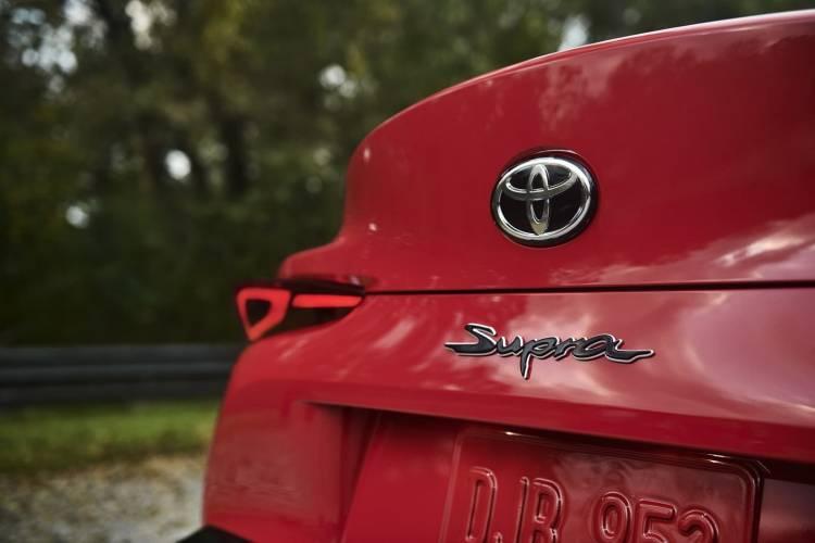 Toyota Supra Logo Maletero 2019 011