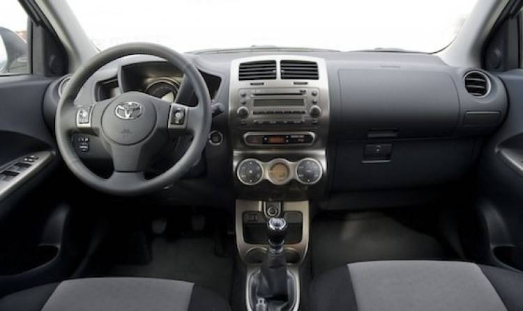 Toyota Urban Cruiser 2011