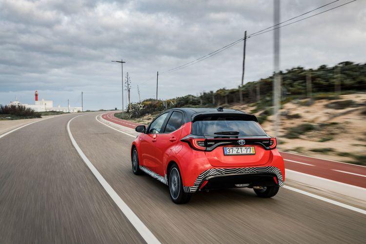 Toyota Yaris Hibrido 2020 Rojo Exterior 20