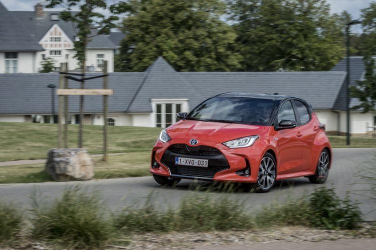 Toyota Yaris Rojo 2020 Movimiento Prueba 13