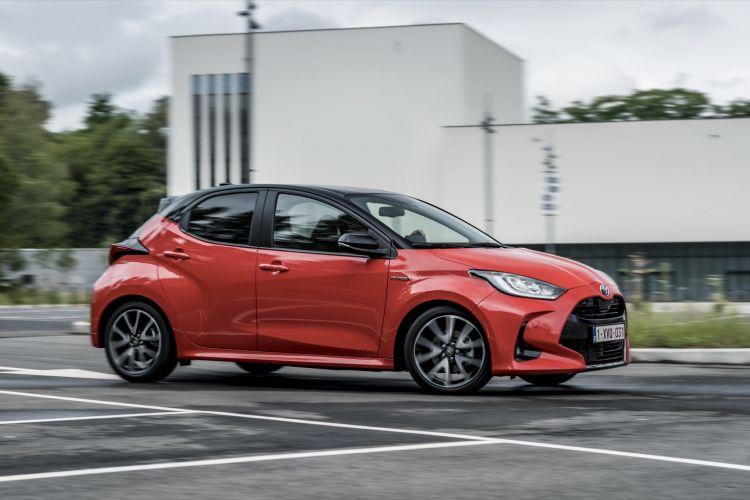 Toyota Yaris Rojo 2020 Movimiento Prueba 14