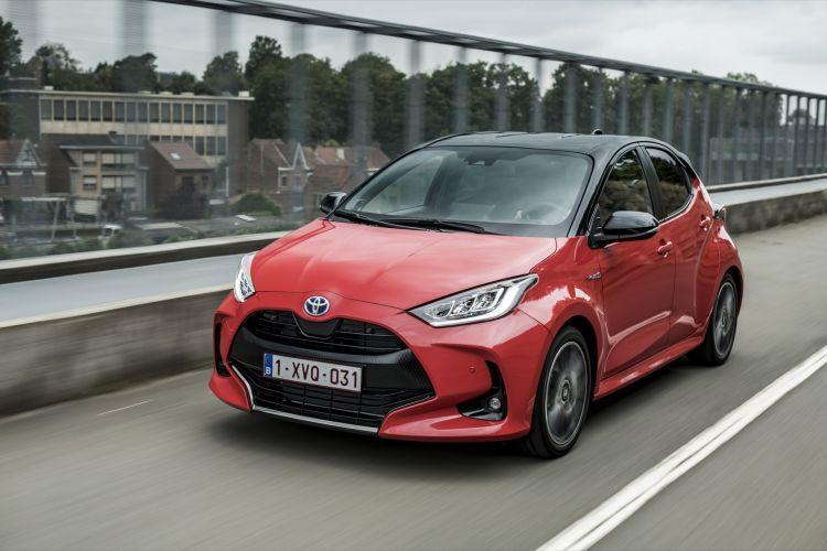 Toyota Yaris Rojo 2020 Movimiento Prueba 54