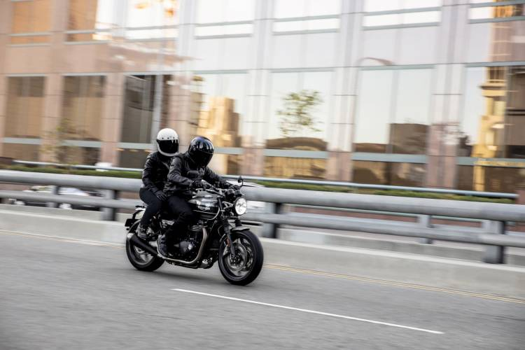 Triumph 2019 Speed Twin Riding 5