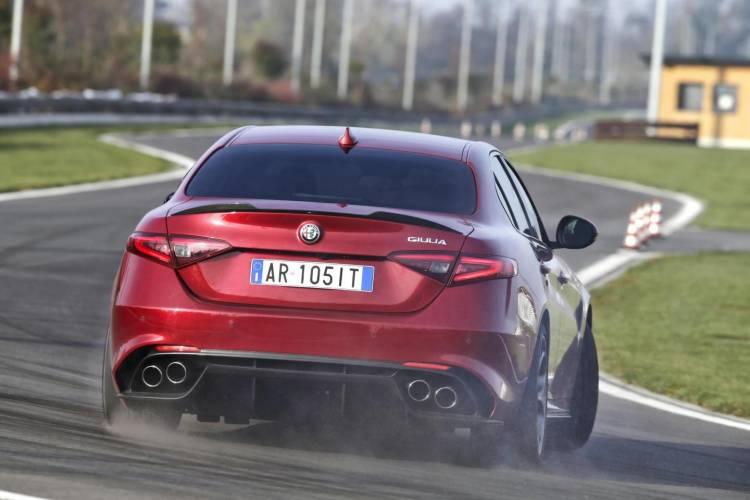video-Alfa-Romeo_Giulia-Quadrifoglio_04