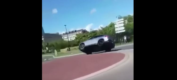 Video Mercedes Amg Gle 63 Vuelca Rotonda