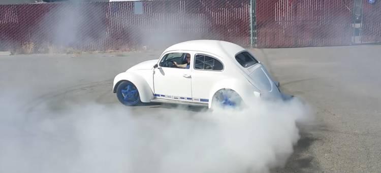 volkswagen-beetle-400-cv-donuts