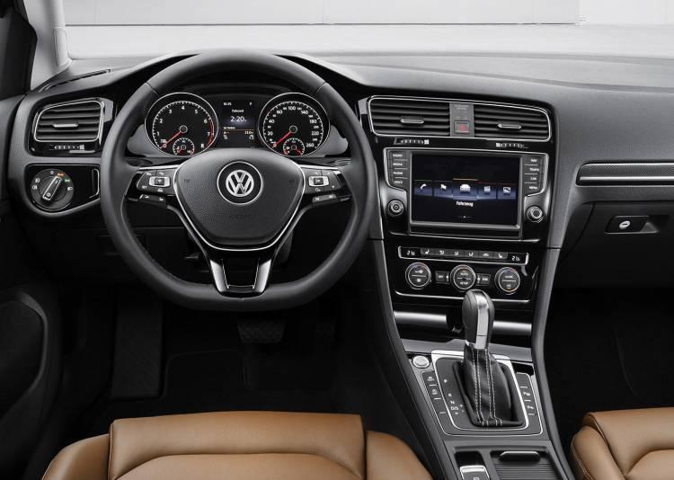 volkswagen-golf-2012-interior