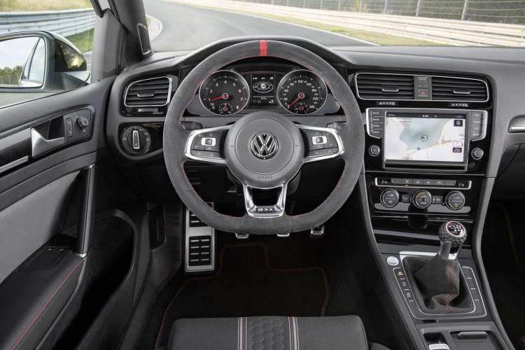 volkswagen-golf-gti-clubsport-2016-13