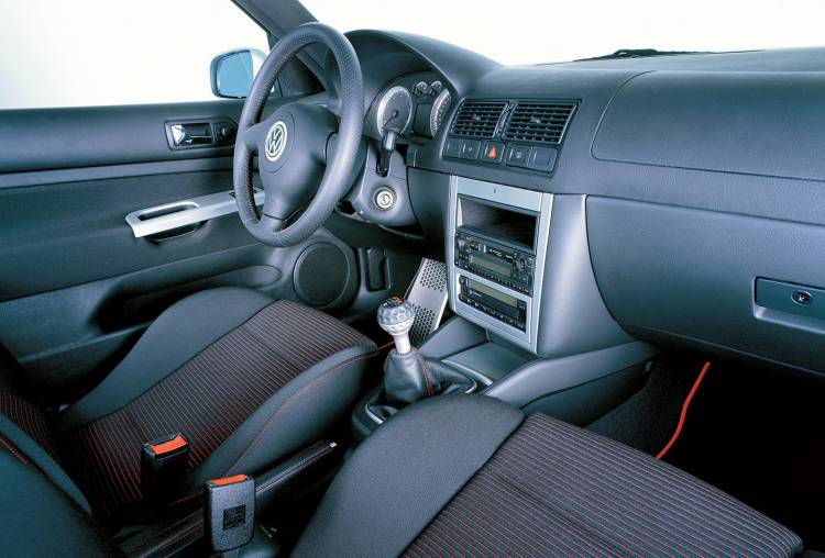 volkswagen-golf-gti-interior-2001-2