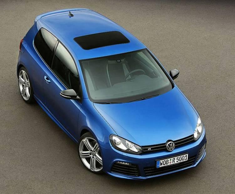 El próximo Volkswagen Golf R espera ya impaciente y congelado su inminente presentación