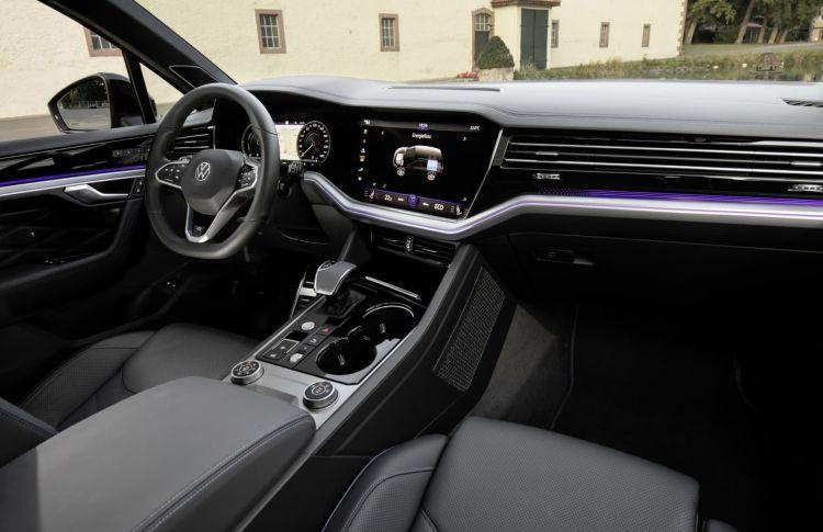 Volkswagen Touareg R 2020 09