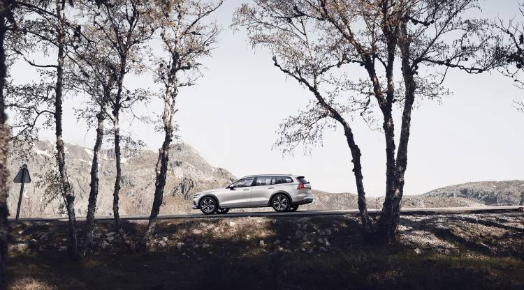 Volvo V60 Cross Country 2019 13