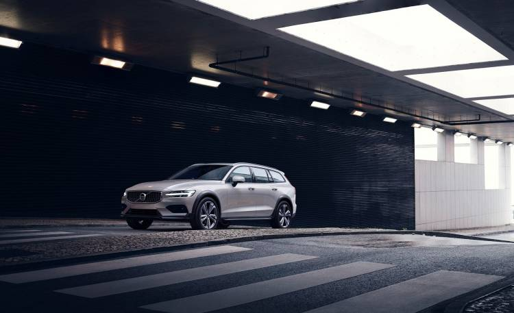 Volvo V60 Cross Country 2019 16