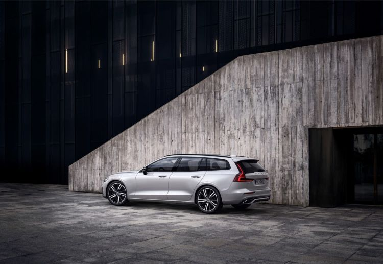 New Volvo V60 R Design