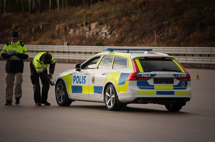 volvo-v90-policia-01
