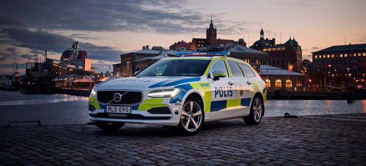 volvo-v90-policia-04