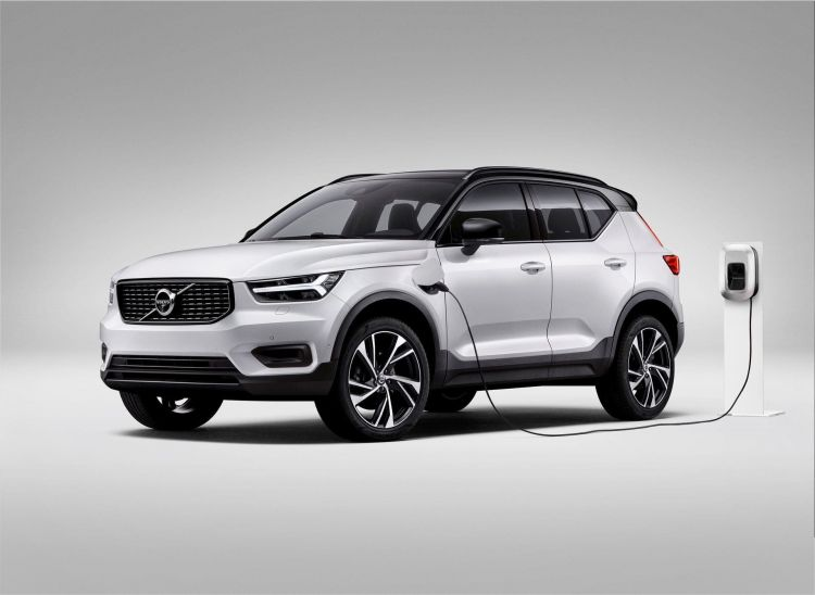 Xc40 Recharge Plug In Hybrid R Design Expression, In Crystal White Pearl