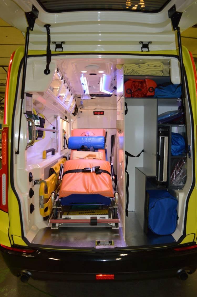volvo_xc90_ambulancia_9