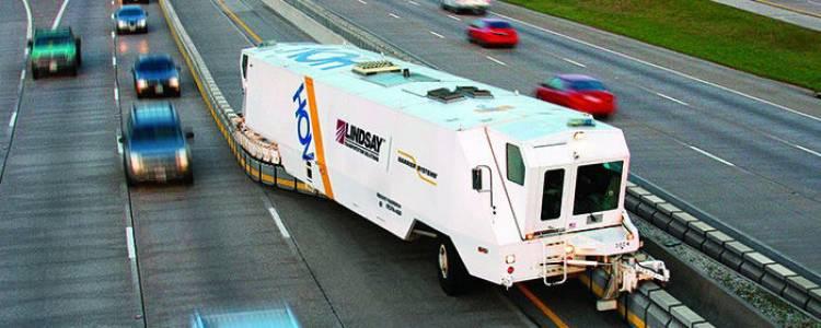 La máquina que pone las carreteras