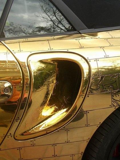 Porsche 911 Cabriolet, cubierto de oro
