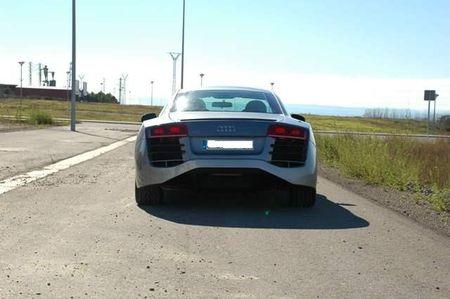 Réplica de un Audi R8 sobre un Ford Cougar