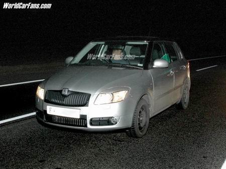 Nuevas fotos espía del Skoda Fabia 2007