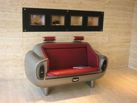 Sofá inspirado en los asientos traseros del Aston Martin DB6