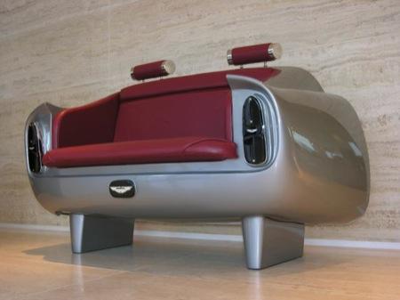 """Sofá inspirado en los asientos traseros del Aston Martin DB6"""" /></p> <p><img class=""""centro"""" src="""